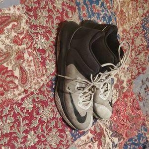 Nike air versitile 2 shoes